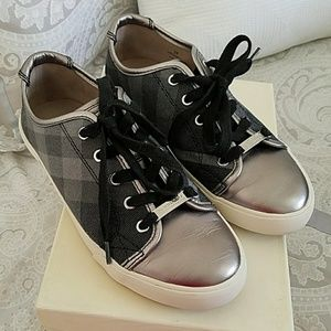 Burberry women's lace-up sneakers